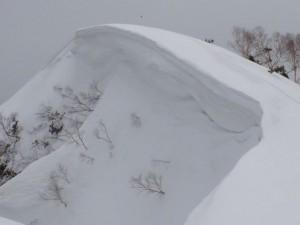 西遠見の巨大な雪庇